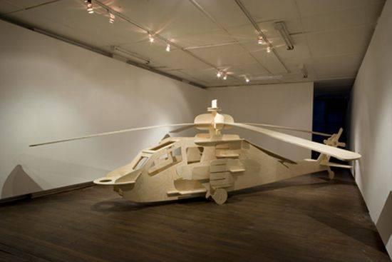 Jasper knight tarafından tahtdadan yapılan apache helikopter 6 metre