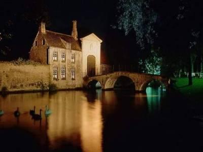Dünyadaki köprülere gece bakışı