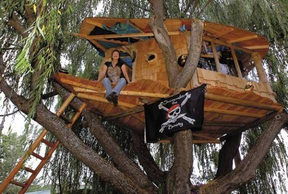Latelier Du Mercredi La Cabane Au Fond Du Jardin as well Pdf Diy Cardboard Playhouse Instructions Download Cardboard Playhouse Plans likewise Loft Bed Plans Playhouse also Agac Evler together with Pdf Boat Playset Plans Wooden Boat Building Projects. on pirate ship playhouse plans free